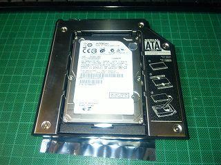 セカンドHDDアダプタにHDD装着。